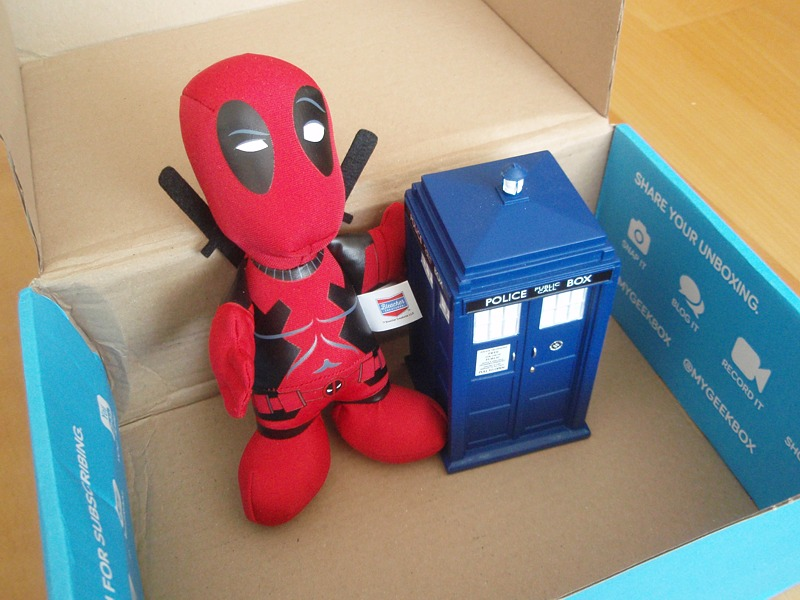 Die cast Tardis + Deadpool